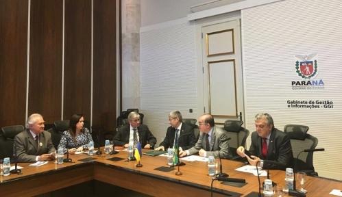 Зліва направо: В.Соротюк, Ф.Троненко, Е.Чолій, Р.Троненко, Е.М.Родріґес та Л.Піззатто