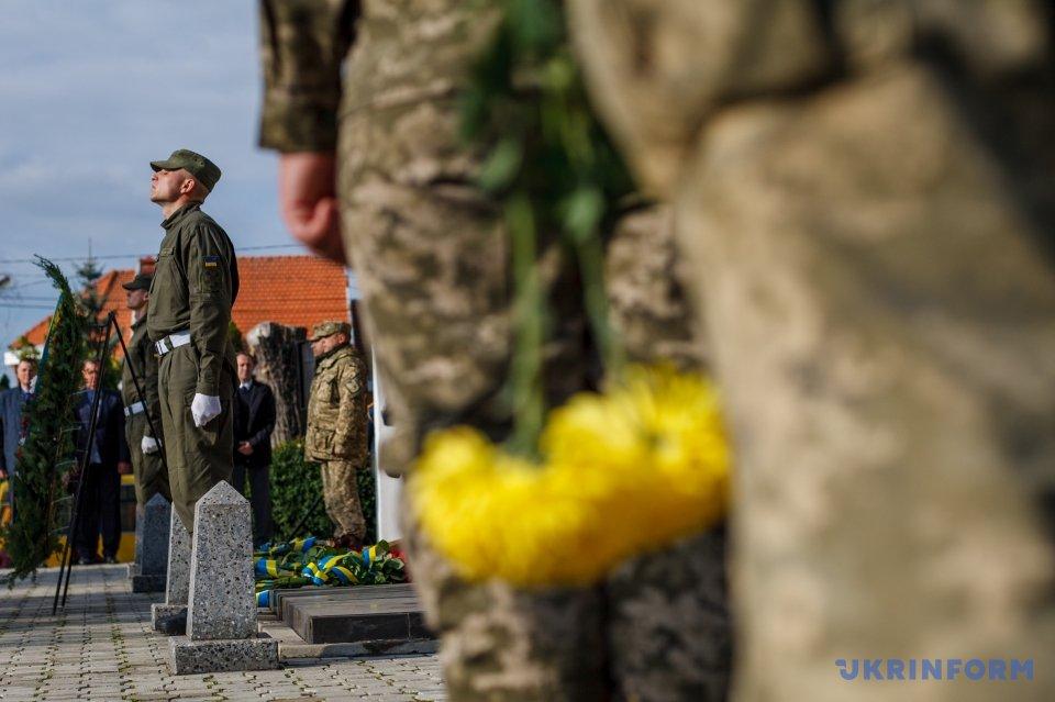Мемориальную доску бойцу 43-го мотопехотного батальона Анатолию Мельникову установили в Кривом Роге - Цензор.НЕТ 4815