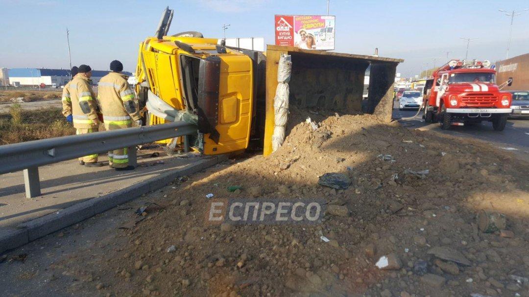 ВКиеве маршрутка спровоцировала ДТП, вкотором пострадали 8 человек
