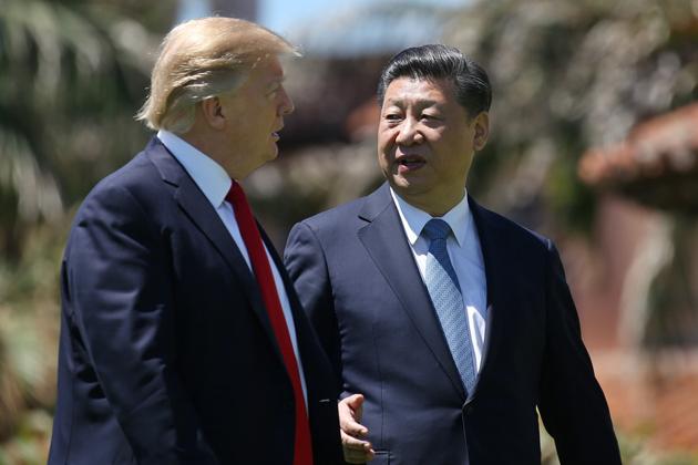 Дональд Трамп и Си Цзиньпин после двусторонней встречи в Палм-Бич, штат Флорида, США, 7 апреля 2017 года. Фото: Reuters