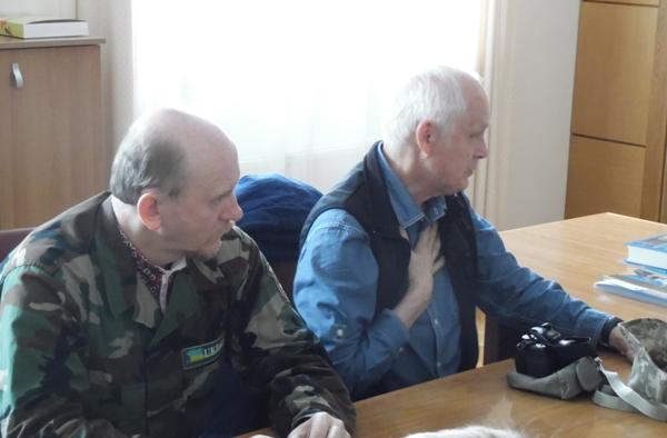На фото ліворуч Петро Деряжний