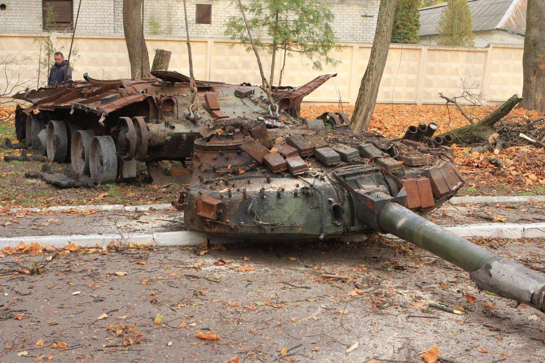 Вweb-сети интернет показали, как силы АТО подбили танк боевиков наДонбассе