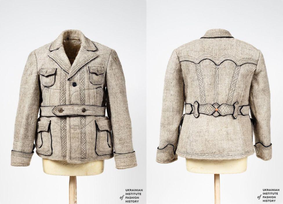 Уйош - чоловічий верхній одяг на Закарпатті, виготовлений із вовняного сукна. Початок ХХ століття