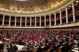 Парламент Франции хочет продлить чрезвычайное положение до февраля