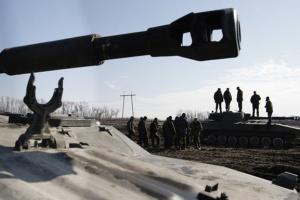 Дрон ОБСЕ зафиксировал танки и гаубицы оккупантов за линией отвода