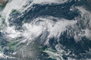 """Тайфун """"Баїлу"""" на Тайвані: закривають підприємства і школи, скасовують авіарейси"""