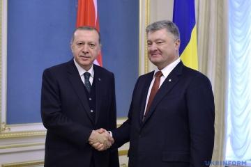 Poroschenko bedankt sich bei Erdogan für Befreiung von Umerow und Tschijgos