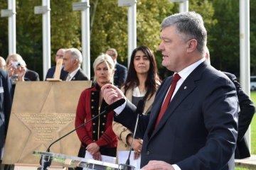 Poroshenko opens Heavenly Hundred Heroes star on Avenue of Stars in Strasbourg. Photos