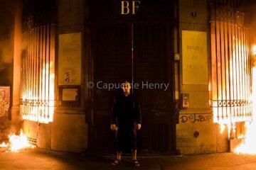 Piotr Pavlenski a mis le feu à la Banque de France (photos)