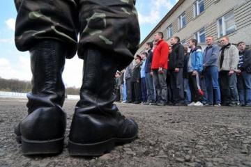 ウクライナ、春季徴兵開始