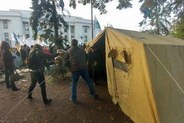 Saakashvili spends a night in a tent near parliament