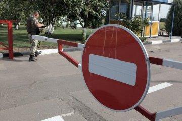 Invaders close traffic through Ukraine's border with Crimea - border guards