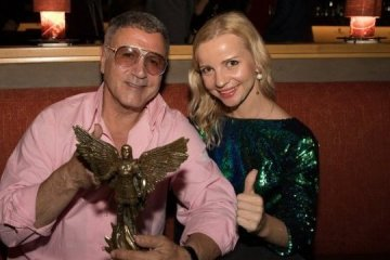 Brother of Sylvestr Stallone hands over lot for Viennese Ball, plans to visit Ukraine