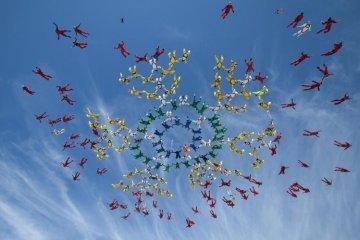 Des parachutistes ukrainiens ont établi un record mondial