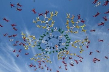 Ukrainians set formation skydiving world record