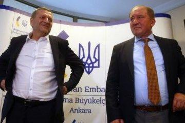 Akhtem Chiygoz e Ilmí Umérov llegan a Kyiv
