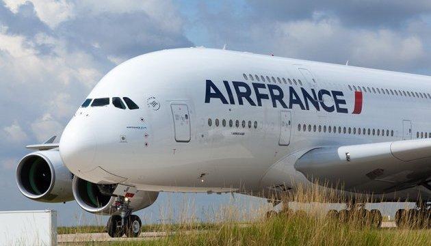 У Канаді екстрено сів найбільший у світі пасажирський літак