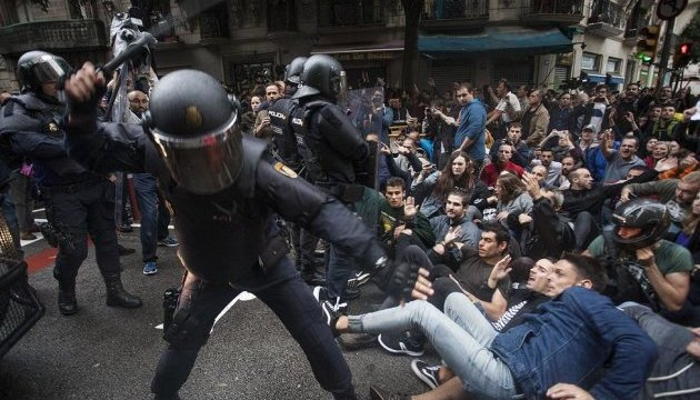 Суд в Іспанії відкрив провадження через бездіяльність каталонської поліції