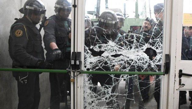 Під час сутичок у Каталонії поранені 11 силовиків
