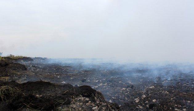 На Полтавщині третю добу палають торф'яники