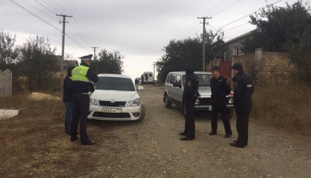 Окупанти затримали ще трьох кримських татар