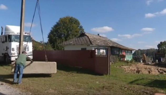 Вінниця допомагає відновлювати постраждале від вибухів село  Медвідка
