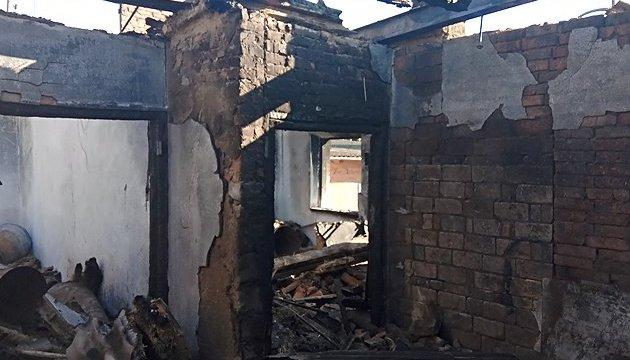 Залізничники допомагають відновлювати зруйновані вибухами будівлі в Калинівці