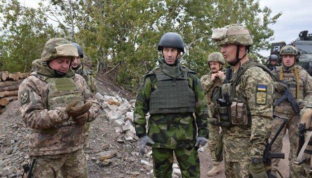 У зону АТО приїхав головний військовий Швеції