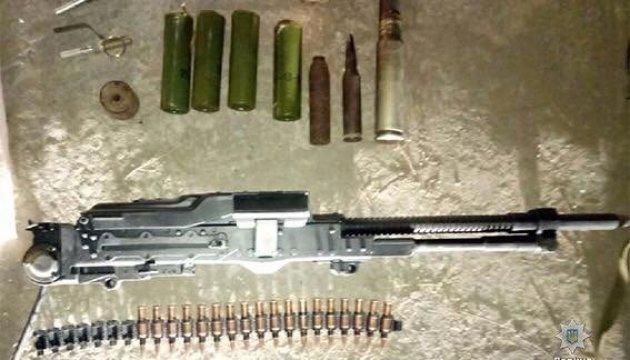В Запорожье мужчина продавал гранаты, пулеметы и боеприпасы