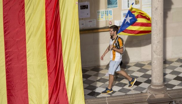 Прем'єр Іспанії закликав Сенат призупинити автономію Каталонії