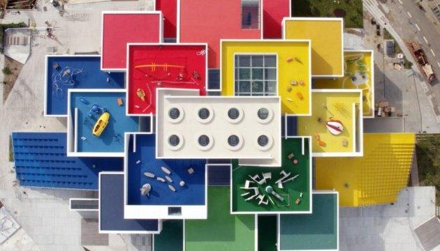 Для фанатів LEGO побудували цілий будинок
