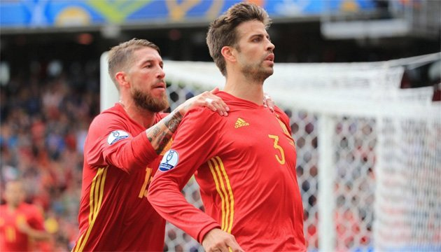 Футбол: Гравці збірної Іспанії Піке і Рамос посварилися через референдум в Каталонії