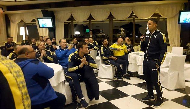 Футбол: Марлос на посвяті гравців до збірної заспівав хіт