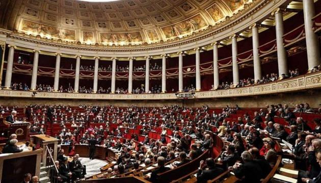 Глава МВС Франції звітуватиме в парламенті через справу про побиття мітингувальника