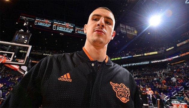 Баскетбол: Лень оформил дабл-дабл в предсезонном матче за