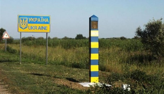 Number of people crossing administrative border with Crimea drops