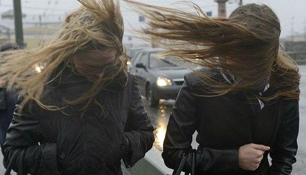 Циклон несе в Україну дощі й сильний вітер - синоптик