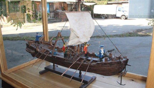 Туристів у Вінниці кататимуть на козацькому човні