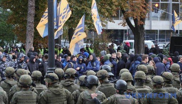 Мітингувальники під Радою не можуть пояснити, проти чого протестують