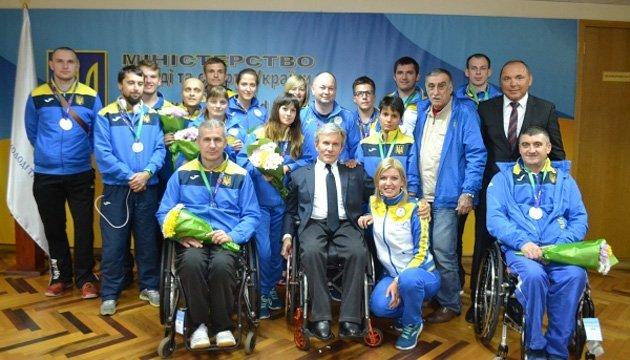 У Мінмолодьспорту привітали переможців паралімпійського Євро з настільного тенісу