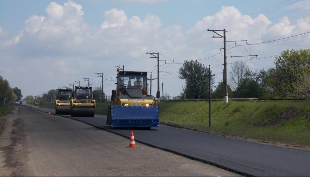 Most Ukrainians consider road repairs most positive change in 2017 – survey