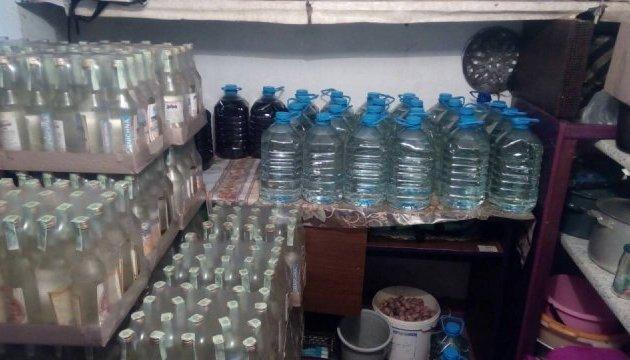 У Мелітополі накрили міні-спиртзавод із тоннами фільсифікату