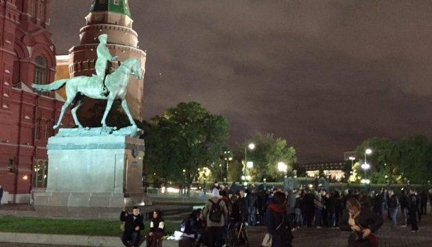 В Москве ОМОН выгнал протестующих с Манежной площади