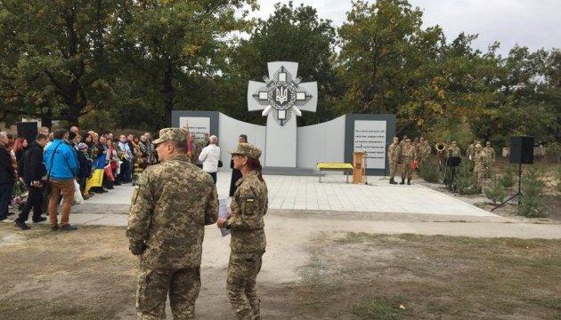 На Дніпропетровщині вандали облили фарбою пам'ятник загиблим бійцям АТО