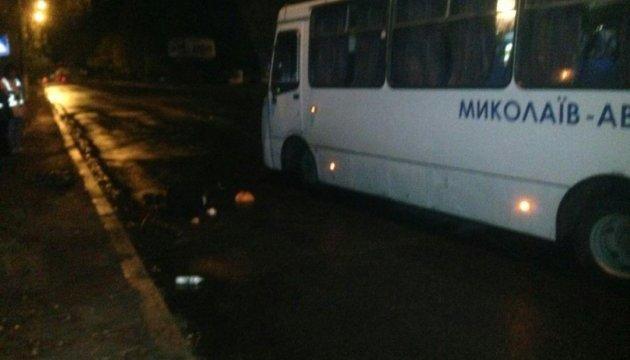 В Николаеве автобус насмерть сбил двух пешеходов