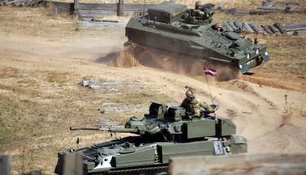 Латвия получила от Британии 65 боевых бронемашин