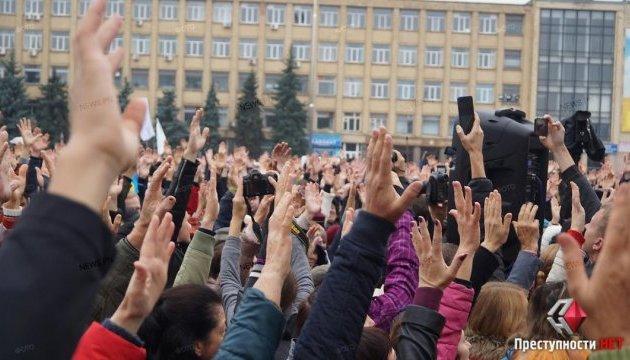 У Миколаєві «народне віче» проголосувало за розпуск міськради