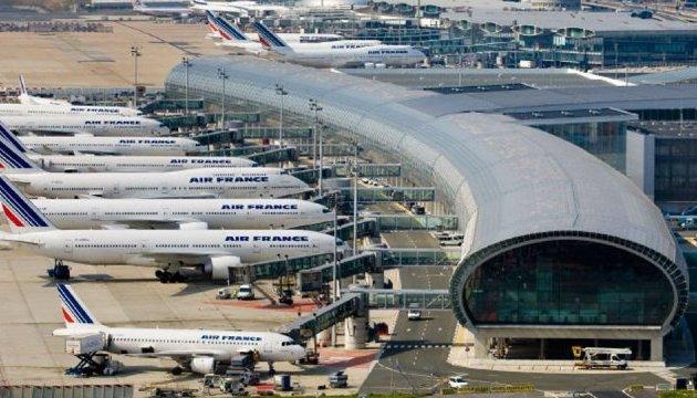 Українців попереджають про можливе скорочення авіарейсів у Франції через страйк