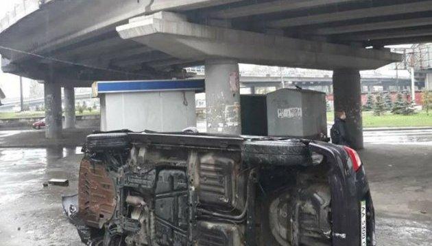 В Киеве с моста слетело авто, пострадал ребенок