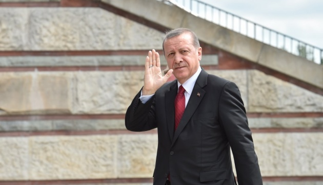 Ердогана в Парижі зустріли оголеним протестом